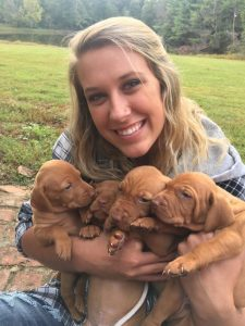 Lindsey with vizsla puppies
